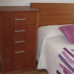 muebles-a-medida-mesa-cabezero-cama-comoda